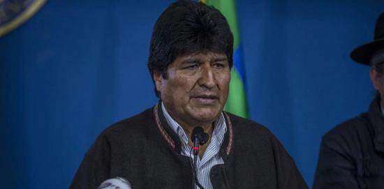Entre acusaciones de fraude electoral, Evo Morales renuncia a la presidencia de Bolivia