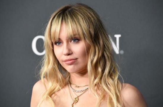 Miley Cyrus se opera de las cuerdas vocales