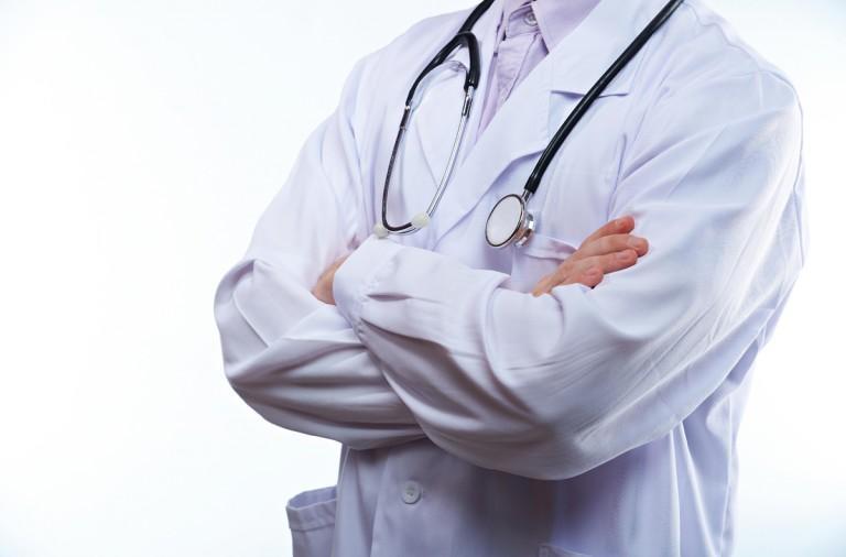 Médicos ecuatorianos reemplazarán a cubanos tras fin de convenio entre ambos países