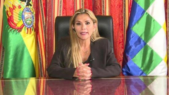 La senadora Jeanine Añez se proclamó presidenta interina de Bolivia