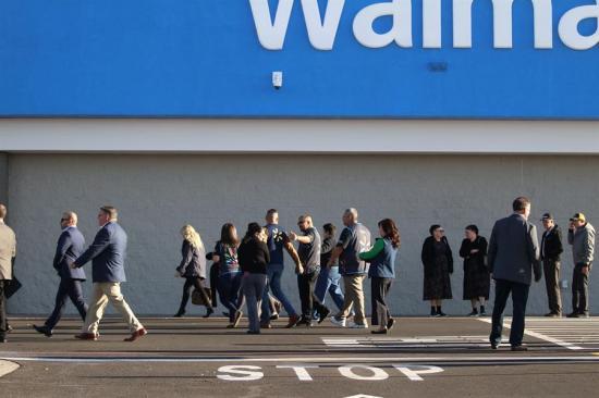 Reabren almacenes de Walmart en EE.UU. donde murieron 22 personas en un tiroteo