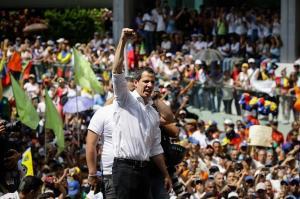 Guaidó llama a 'insistir' hasta que los militares le den la espalda a Maduro