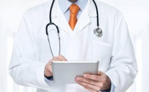 Un grupo de 226 médicos cubanos sale de Bolivia en medio de la crisis