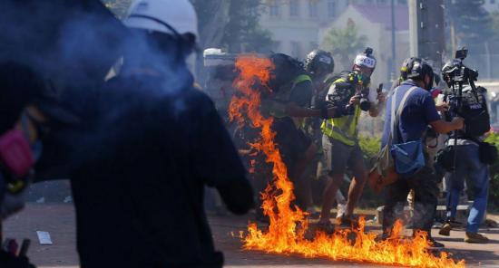Nuevos enfrentamientos entre manifestantes y Policía en Hong Kong