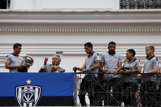 Presidente Lenín Moreno condecora al campeón Independiente del Valle