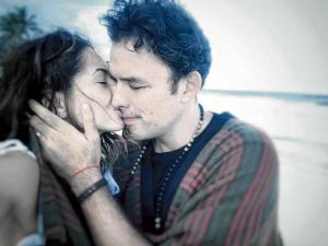 Bárbara Mori grita su amor a viva voz