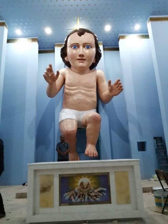 Figura del Niño Dios de seis metros y medio causa furor en iglesia de México