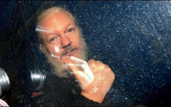 Julian Assange podría morir en prisión si no recibe atención médica, dicen doctores