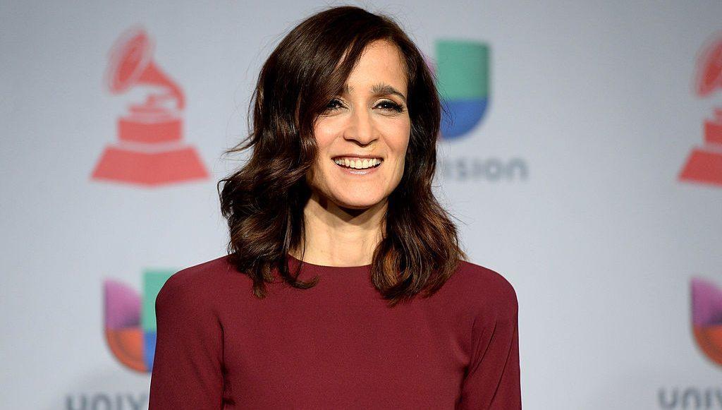 Julieta Venegas lanza 'La Enamorada', nuevo álbum basado en su obra de teatro
