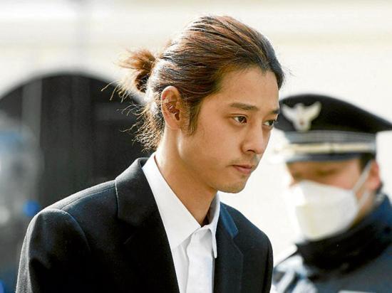 Cantante de k-pop es condenado a 6 años de prisión