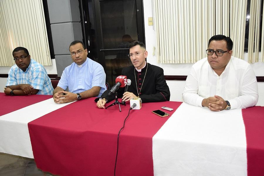 Posesionan al nuevo Arzobispo de Portoviejo