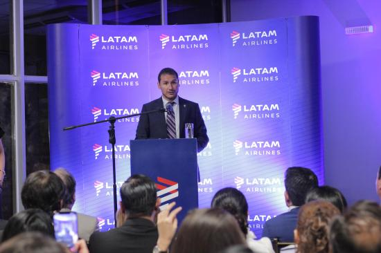 La compañía Latam Airlines realizó su vuelo inaugural, en la ruta Quito-Manta