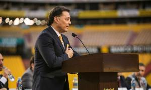 Alfaro Moreno es posesionado como el nuevo presidente de Barcelona en el estadio Monumental