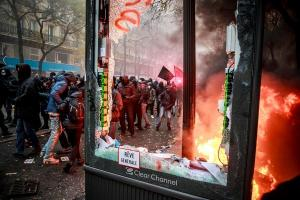 Rechazo en las calles de París a la principal reforma de Macron