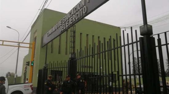 Una veintena de militares peruanos detenidos por robo de combustible