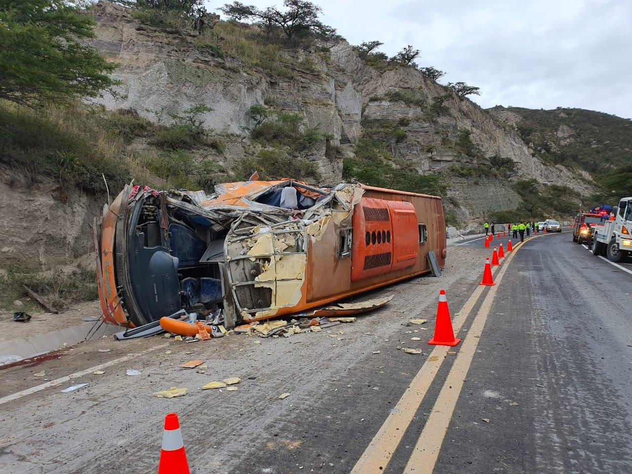 Dos fallecidos y veinte heridos en accidente de tránsito en la Panamericana Norte