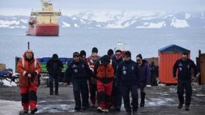 Hallan restos en lugar donde se perdió avión chileno con 38 personas