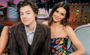 Harry Styles come esperma de bacalao para no responder a Kendall Jenner