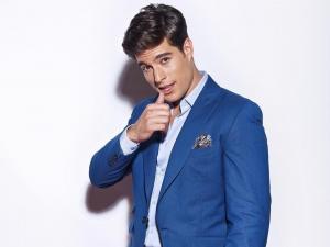 El actor Danilo Carrera no tiene ropa nueva desde hace dos años