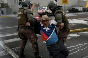 Policía de Chile reconoce responsabilidad en casos de abusos en las protestas
