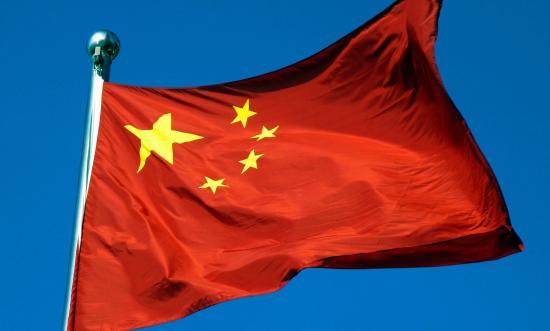 Un tribunal sentencia a una niña de 13 años a tratamiento psicológico por quemar una bandera china