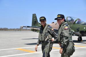 Fuerza Aérea ecuatoriana gradúa a sus dos primeras mujeres pilotos de combate
