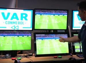 El FC barcelona se queja formalmente a la Federación por el mal uso del VAR
