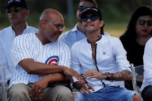 Marc Anthony y Javier Báez reinauguran campo de béisbol en Puerto Rico