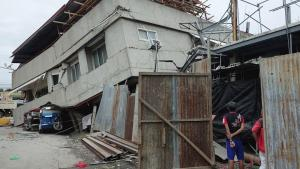 Al menos cuatro muertos, entre ellos una niña, y 14 heridos por el terremoto en el sur de Filipinas