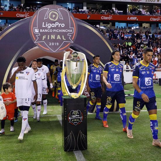 Delfín por su primer campeonato frente a Liga, que quiere retener el título