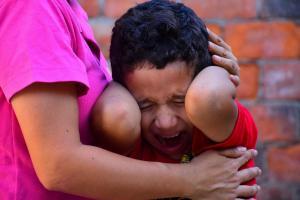 Los niños autistas son hipersensibles a los sonidos y sufren por los juegos pirotécnicos