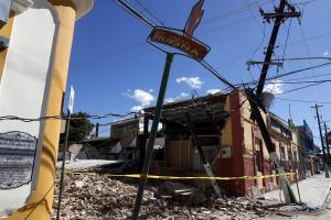 Puerto Rico recupera lentamente la electricidad mientras se intensifica la ayuda