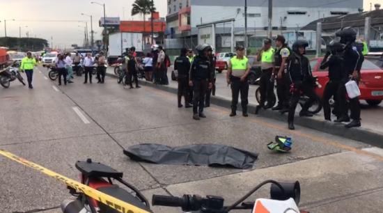 Persecución policial dejó como resultado a un muerto y un herido en Guayaquil