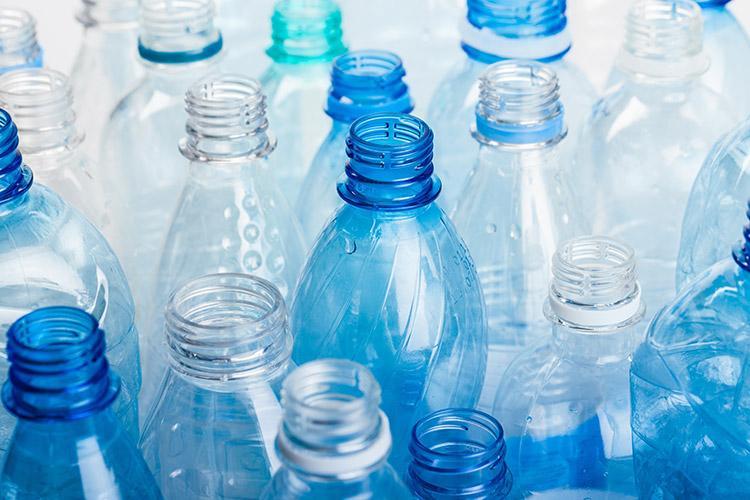 Ecuador emprende campaña para reducir el consumo de botellas de plástico