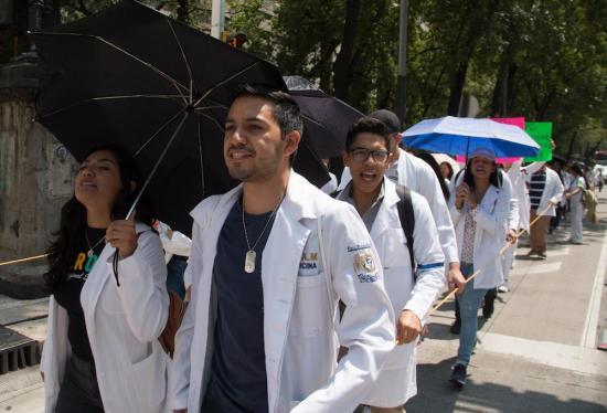 Ciudad de México creará universidad gratuita para médicos y enfermeras