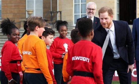 El príncipe Enrique retoma su actividad pública tras anunciar su retirada de la realeza