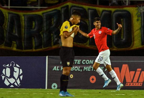 Chile vence a Ecuador por 3-0 en su debut del Preolímpico