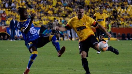 Del Piero reforzó a Barcelona, que perdió en su 'Noche Amarilla' ante Delfín
