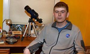 Joven de 17 años descubre un planeta en su tercer día en la NASA