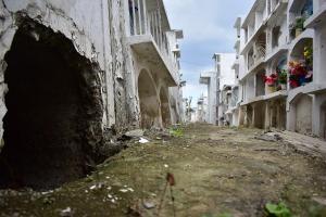 Tras el A16, familiares han sacado más de mil cadáveres del Cementerio General de Portoviejo