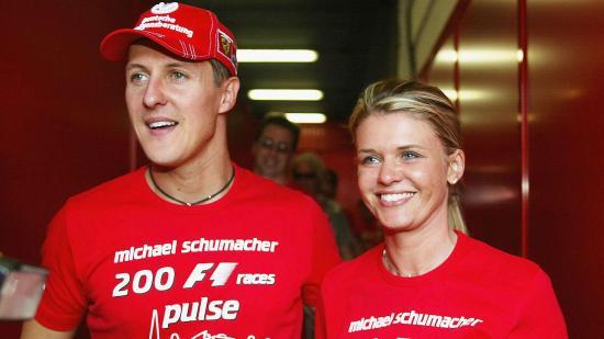 La esposa de Schumacher denuncia unas fotos robadas del piloto postrado en la cama