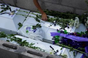 Familia asesinada en Guerra de El Salvador recibe sepultura 37 años después