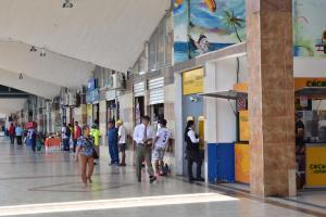 Arendatarios de la terminal terrestre rechazan el alza de los alquileres