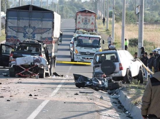 Accidente de tránsito deja dos muertos y cuatro heridos en Ambato