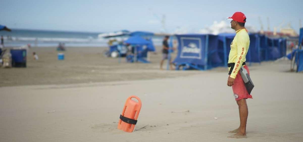 MANTA: 40 salvavidas vigilarán 9 playas durante el feriado de Carnaval