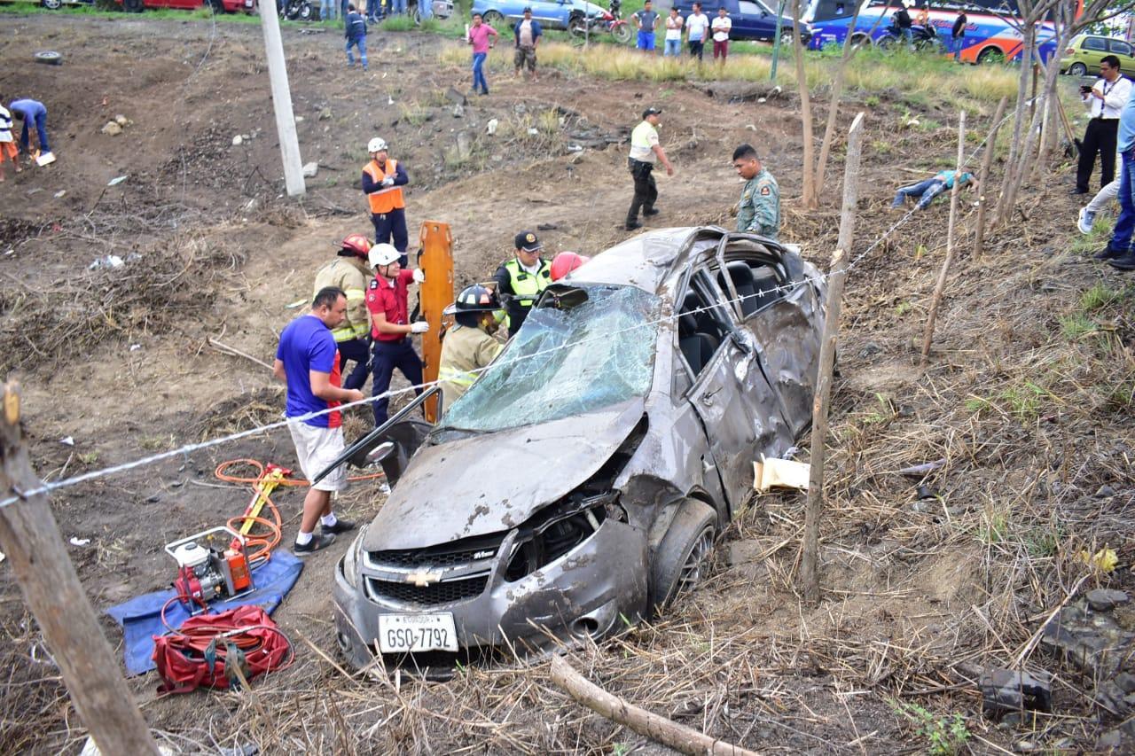 Dos muertos y dos heridos deja accidente de tránsito en la vía La Pila-Jipijapa