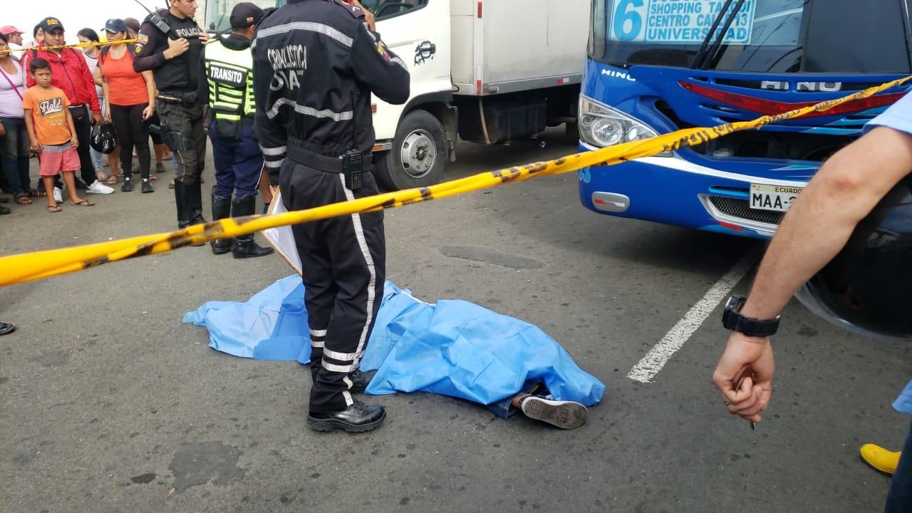Un muerto y un herido en accidente de tránsito en la avenida Malecón, en Manta