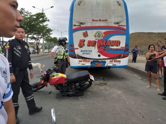 Un herido en accidente de tránsito en el paso lateral de Portoviejo