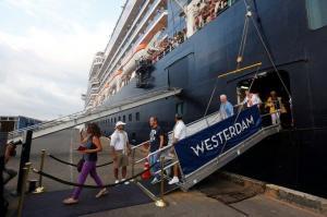 Una pasajera del crucero que atracó en Camboya da positivo de coronavirus