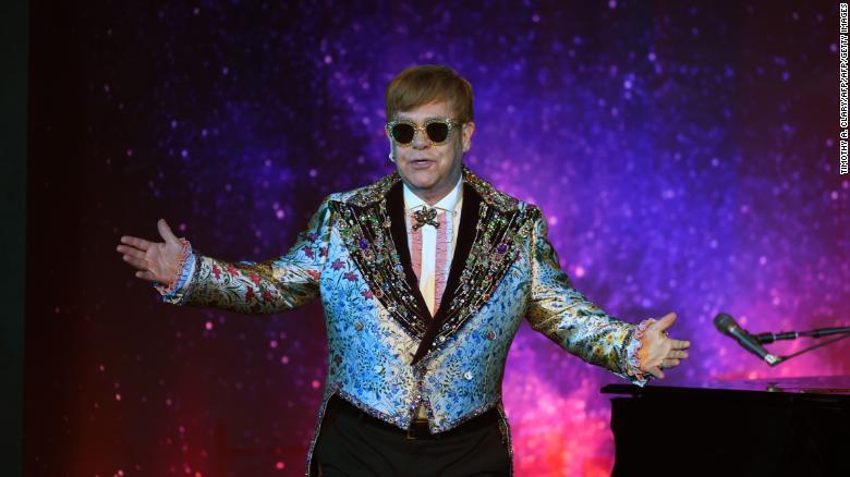Elton John suspende un concierto en Nueva Zelanda al quedarse sin voz